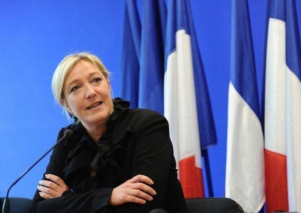 Réaction de Marine Le Pen au discours de François Hollande. Syrie : Hollande choisit les islamistes. dans france 102566_marine-le-pen-le-13-avril-2011-au-siege-du-fn-a-paris