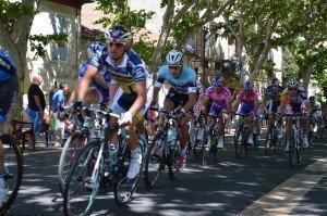 Question sur le concours de l'État dans l'organisation du Tour de France de cyclisme dans france tour-de-france-tarascon-052-300x199