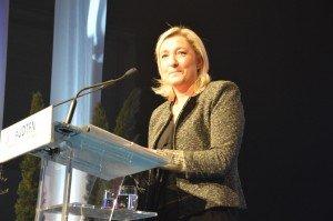 Sondage : popularité record pour Marine Le Pen (42 %), Hollande au plus bas dans enquête udt-228-300x199