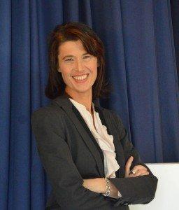 Le Maire UMP de Tarascon se retire de la course aux municipales : réaction de Valérie Laupies (FN-RBM)  dans france choix-h900-256x300