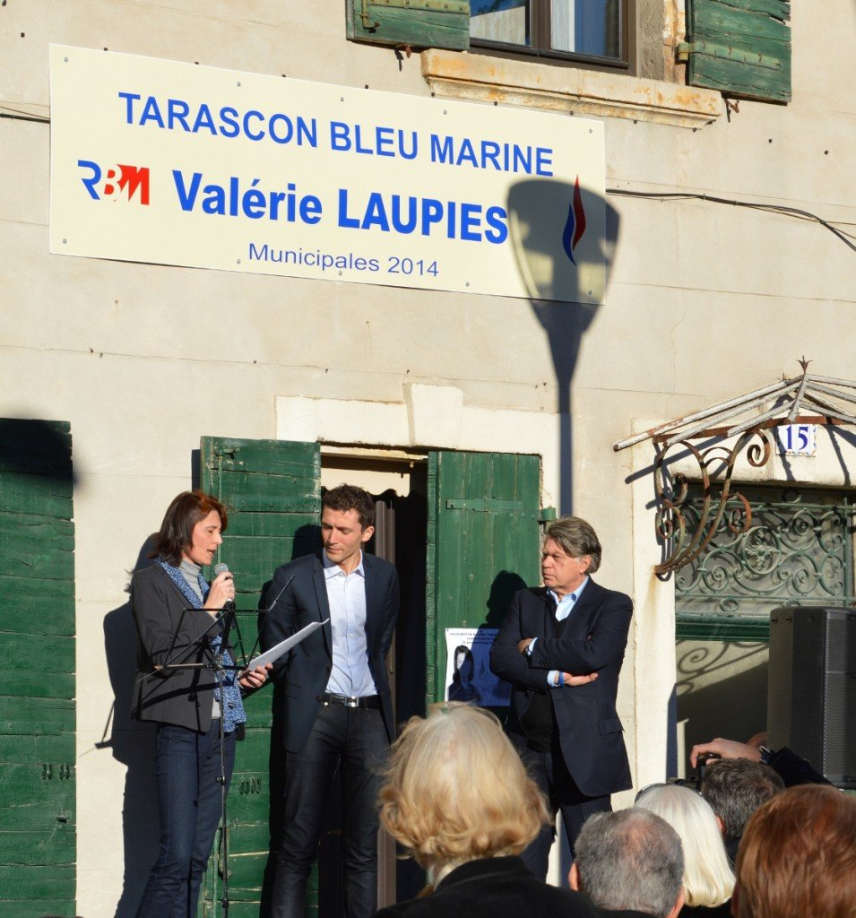 Valérie Laupies (FN) - Julien Sanchez (FN) - Gilbert Collard RBM  Tarascon le25/01/2014