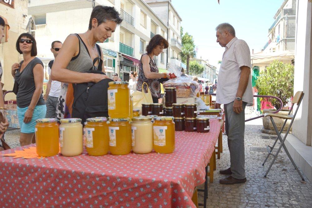 La réputation du miel provençal est incontestable par sa qualité - ici sur le marché de Tarascon