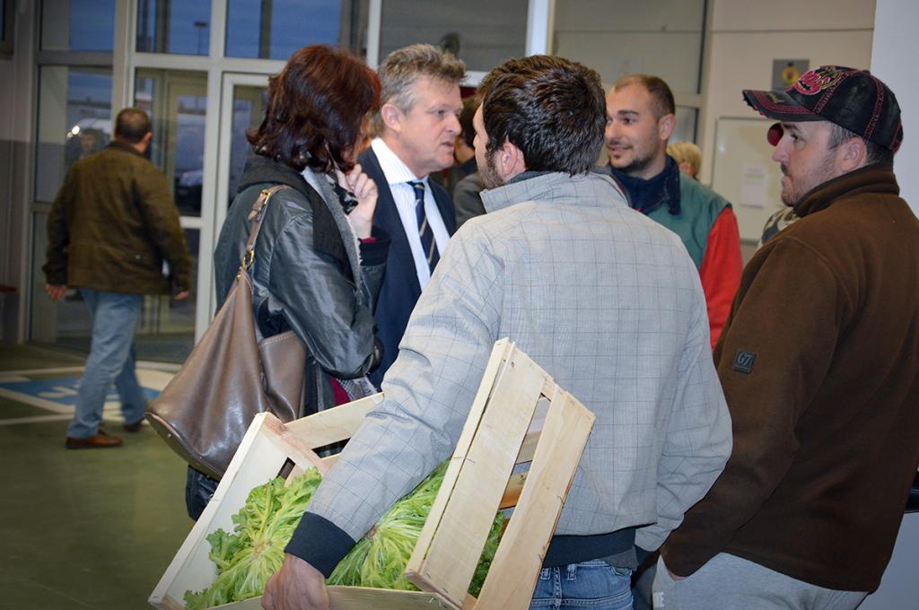 Philippe Loiseau sur le marché du MIN à Châteaurenard (13)